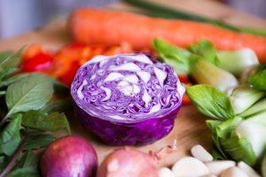 buah dan sayur beda warna