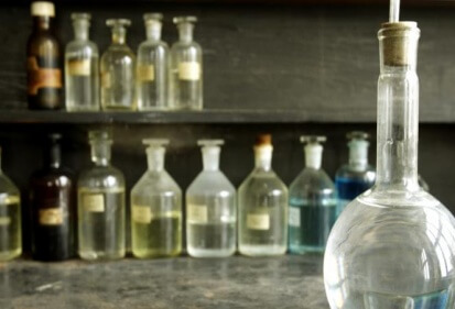 Air Keras, Larutan Kimia yang Bersifat Korosif